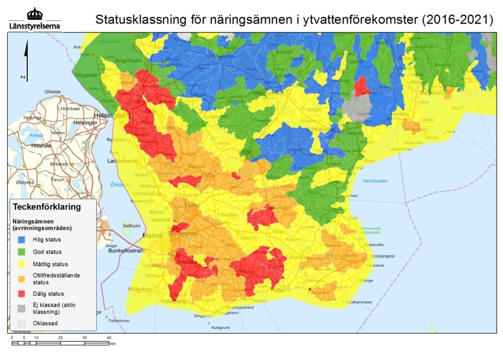Bilden visar en karta över statusklassningen för näringsämnen i Skånes ytvattenförekomster.