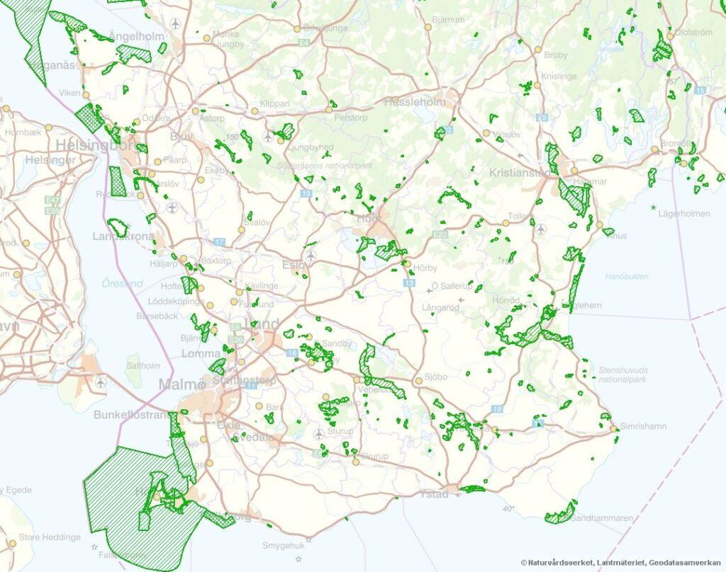 Bilden visar en karta över statliga och kommunala naturreservat i Skåne.